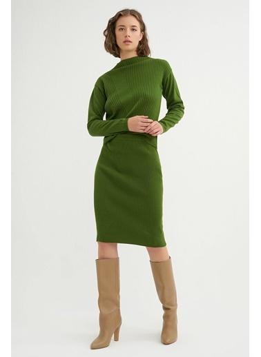BGN Yeşil - Dik Yaka Triko Kazak - Etek Takım Yeşil
